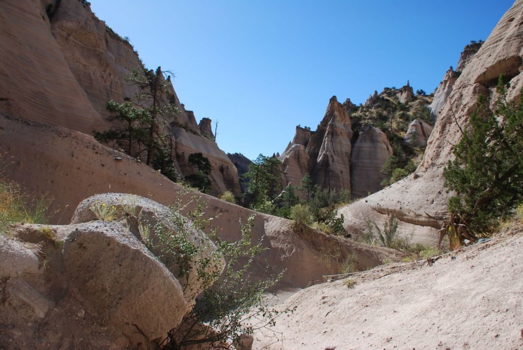 hiking athe the tent rocks national park